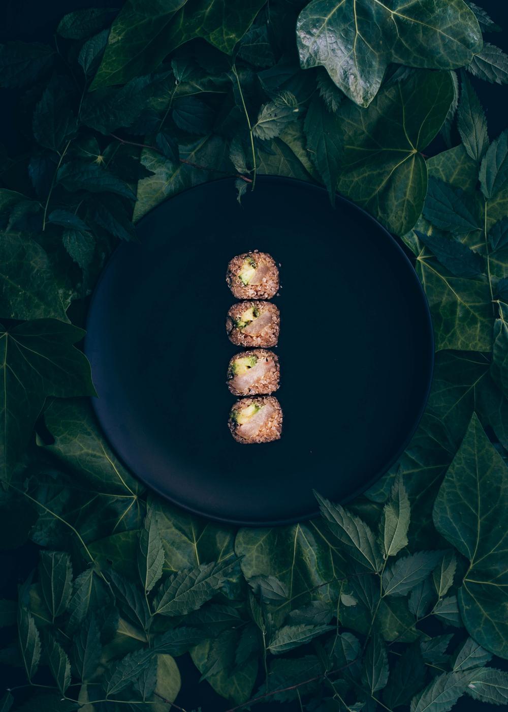 maki de quinoa, pera asada y aguacate