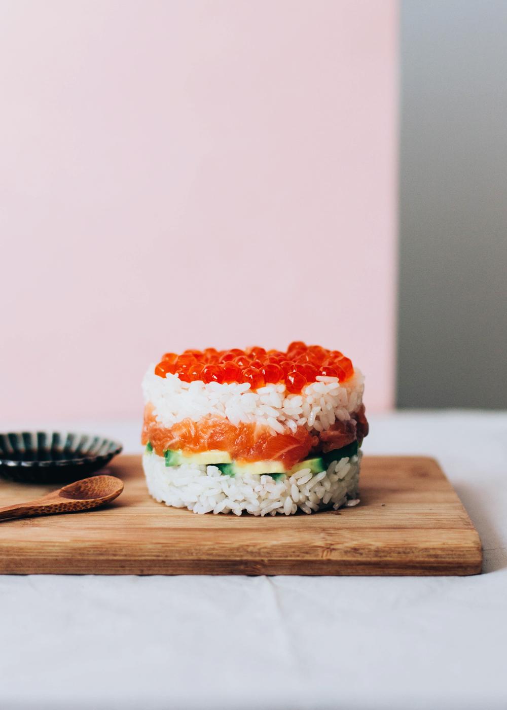 sushi cake de salmón