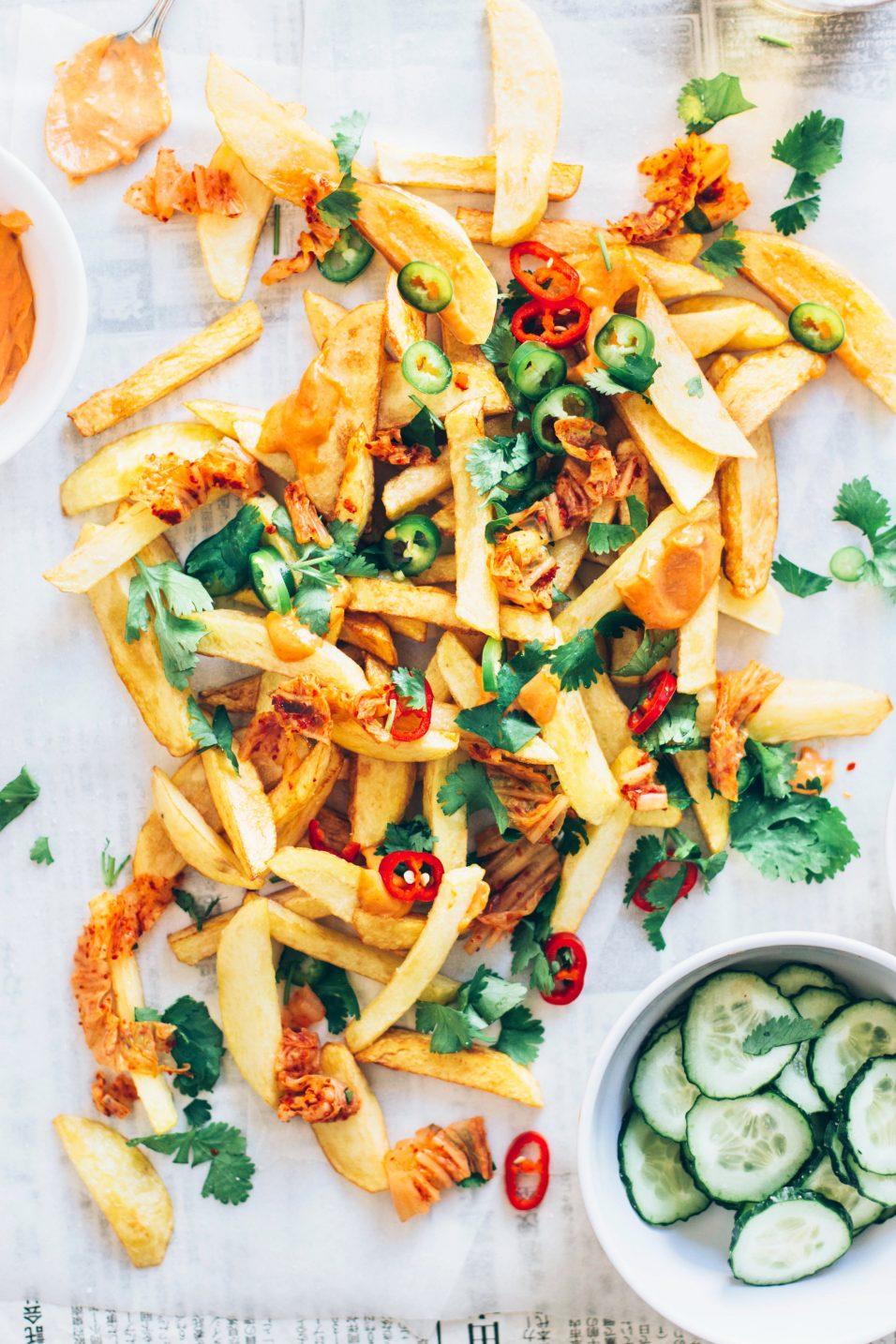 chips con kimchi y mayonesa de curry rojo