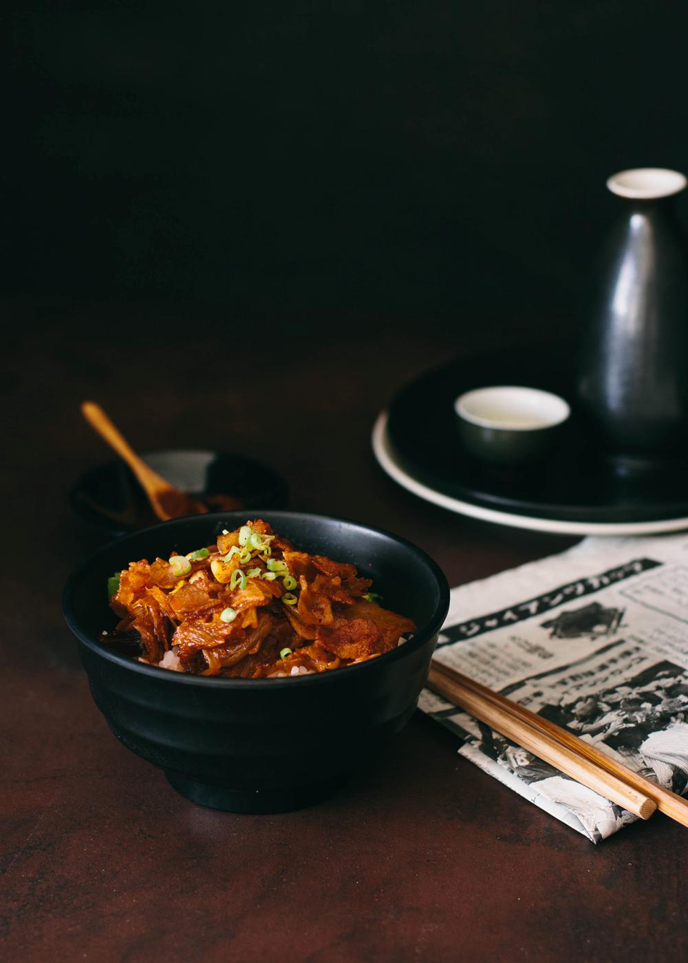 bol coreano de cerdo con kimchi