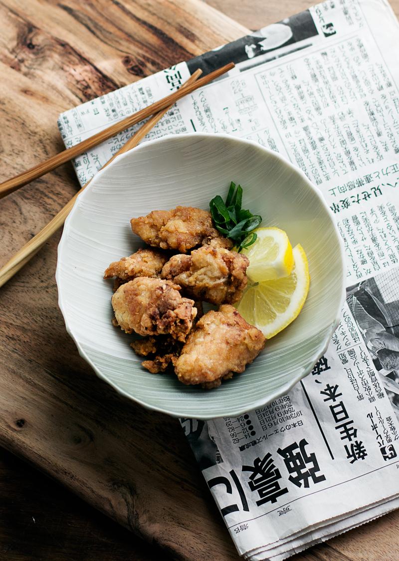 pollo frito japonés. tori karaage
